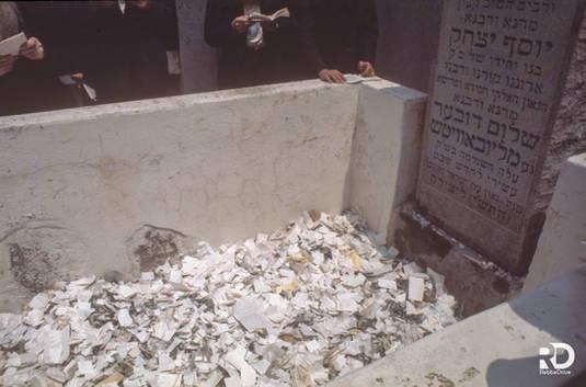 Hassidim pray at the gravesite of the Previous Lubavitcher Rebbe, Rabbi Joseph Isaac Schneerson OBM