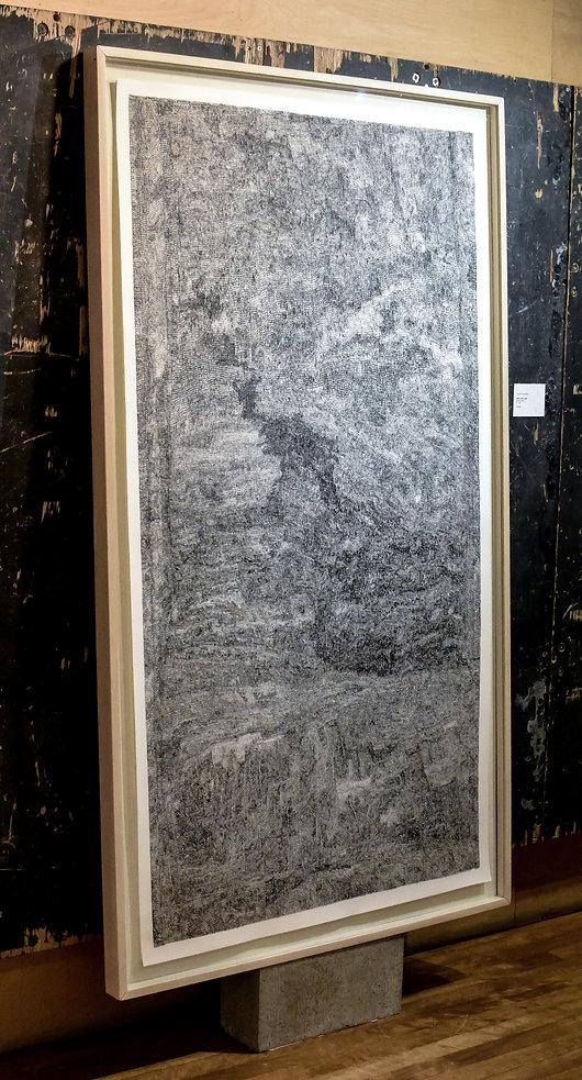 L'oeuvre Janvier Ciel 5 est un immense dessin de 3 pied par 6 pied fait à l'encre sur papier représentant une image abstraite, rappelant le paysage d'un ciel la nuit. Il est composé de hachure réalisée avec un crayon technique de 0,18 millimètre.