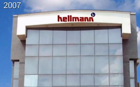 הלמן פותחת משרדים בהודו ובפקיסטן. המרכז הלוגיסטי האירופי (ELC) במינכן נכנס לםעולה ומתחיל את ההפצה של חלקי חילוף עבור כלי רכב של MAN. המרכז הלוגיסטי השני (ELC) בפריז מתחיל לפעול בדצמבר.