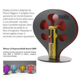 Display da banco per Capilla, produzione Domestik. Vincitore del Premio Superstar al Viscom Milano.  Design Marco Maggioni, 2009  Desk display for Capilla, produced by Domestik. Winner of Superstar  Award at Viscom Milano.  Design Marco Maggioni, 2009