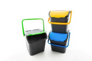 EcoLogic, la più originale soluzione di contenitori per la raccolta differenziata. 100% Plastica riciclata. Produzione Ecoplast.  Design Marco Maggioni, 2005  EcoLogic, the most original solution of containers for separate waste collection. 100% recycled plastic. Ecoplast production.  Design Marco Maggioni, 2005