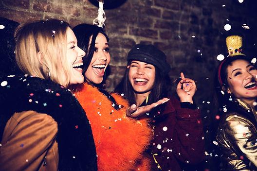 Meninas festejando