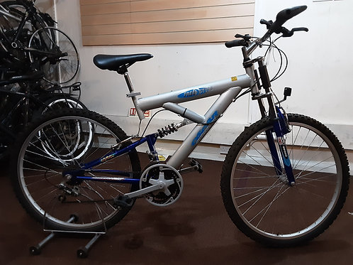 OSCAR FREESTYLE 26 INCH WHEELS SILVER/BLUE 15 SPEED VERY GOOD CONDITION