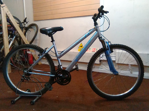 APOLLO XC26 FRONT SUS SILVER/BLUE 26 INCH WHEELS 18 SPEED GOOD CONDITION