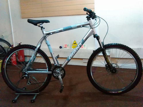GIANT YUKON 26 INCH WHEEL FRONT SUS ALLOY 24 SPEED HYDRAULIC DISC VERY GOOD CON