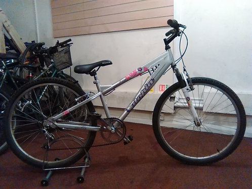 UTOPIA MOLTEN 26 INCH WHEELS SILVER 6 SPEED FRONT SUS GOOD CONDITION