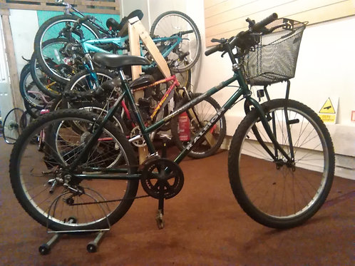 WOMANS RALEIGH GENESIS 26 INCH WHEEL 15 SPEED GREEN GOOD CONDITION