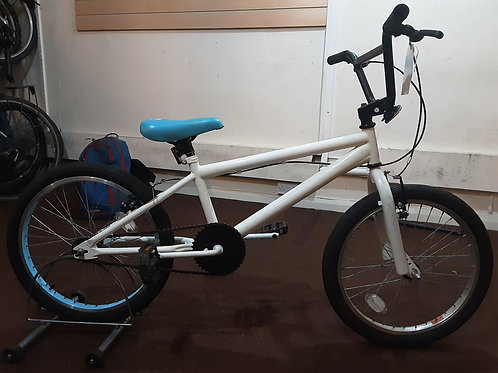 X-RATED BMX 20 INCH WHEEL WHITE SINGLE SPEED GOOD CONDITION