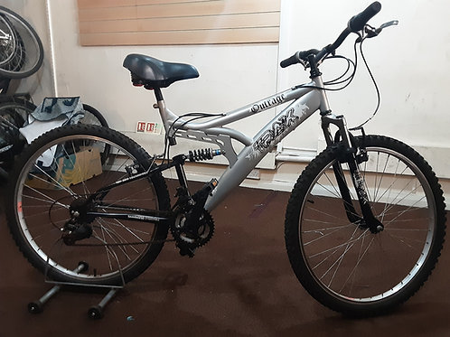 TRAX OUTRAGE 26 INCH WHEEL SILVER/BLACK 18 SPEED FULL SUS GOOD CONDITION