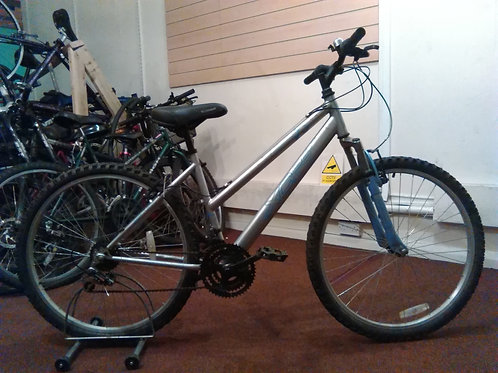 APOLLO XC26 SILVER/BLUE 26 INCH WHEEL 18 SPEED FRONT SUS GOOD CONDITION