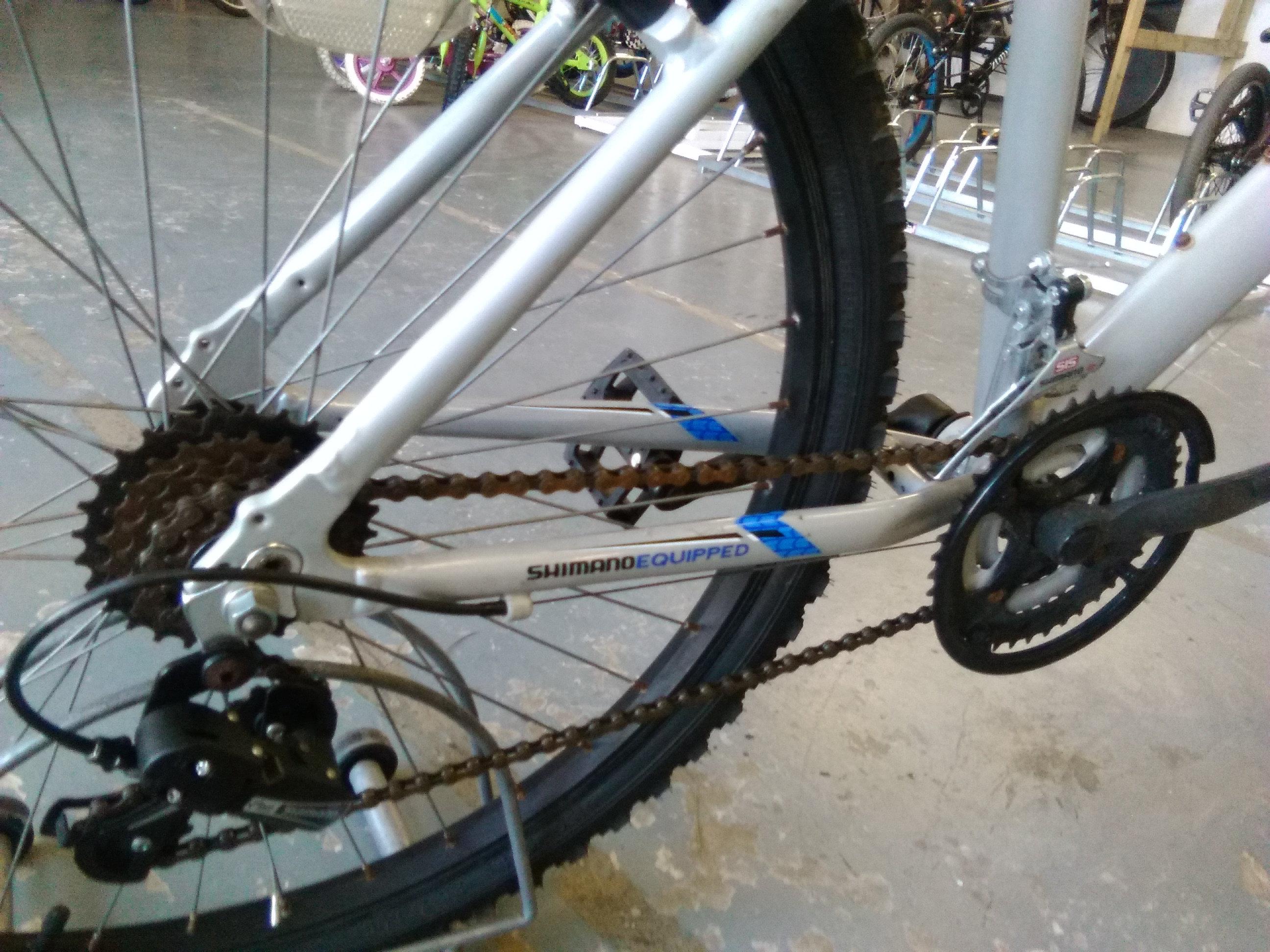 281bd254c APOLLO PHAZE 26 INCH WHEEL FRONT SUS SILVER/BLACK ALLOY 18 SPEED GOOD  CONDITION | castlefordcycles