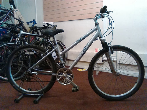 RALEIGH EXPLORER 26 INCH WHEEL 18 SPEED SILVER ALLOY FRONT SUS GOOD CONDITION