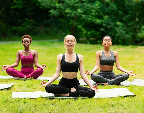 outdoor-yoga-class-group-of-diverse-girl