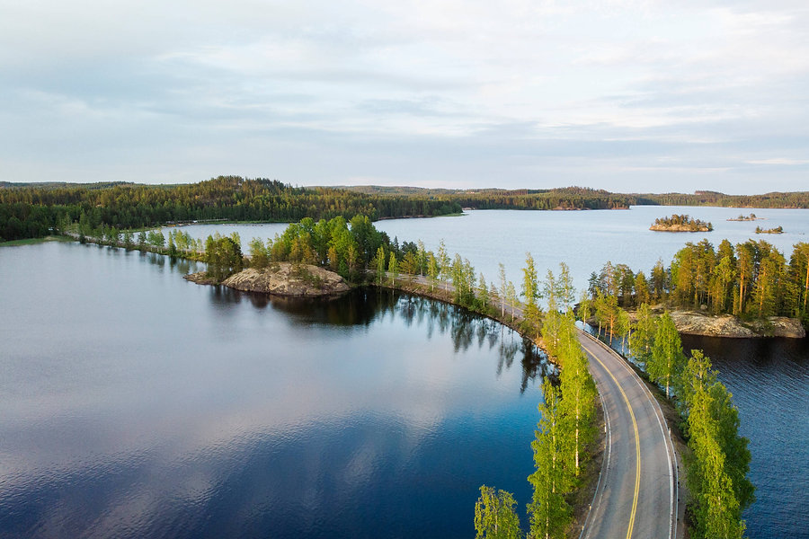 Pyöräilyä suomalaisessa järvimaisemassa, Visit Finland