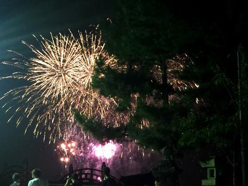 店の前から見える水中花火大会