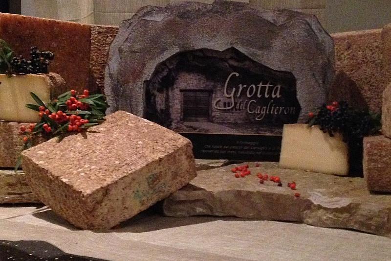 formaggio di grotta agricansiglio.jpg
