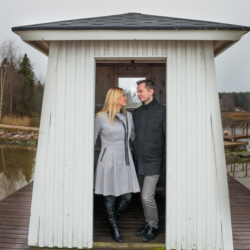 Parikuvaus Hotelli Haikon Kartanon puistossa Porvoossa.
