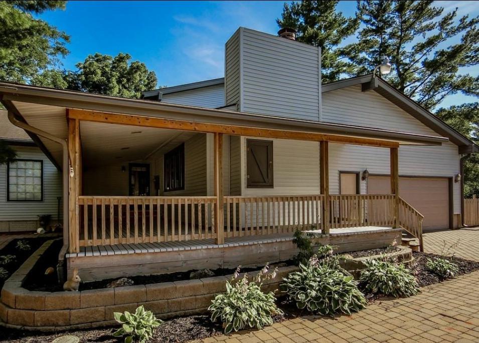 landscaping exterior home shot