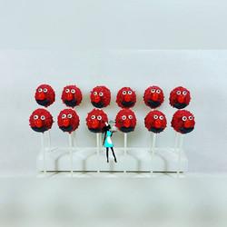 Elmo cake pops!