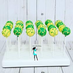 Vanilla cake pops! #greenandyellow#swirls#customcakepops#simplecakepops#plantationcakepops#954baker#