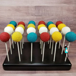 Summer time cakepops! Chocolate and strawberry cake flavor