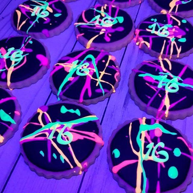 Glow in the dark sugar cookies! #customsugarcookies#plantationsugarcookies#954baker#browardevents#ft