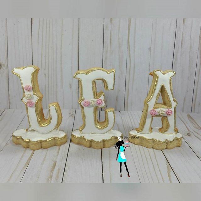 Letter cookies #namecookies#cookiesonastand#whitegoldpink#decoratedsugarcookies#customcookies#planta