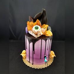 Happy Halloween! #dripcake#eyeballcake#plantationcustomcakes#halloweencake#ftlauderdalecustomcakes#9