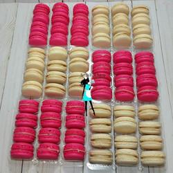 Strawberry and white chocolate macarons