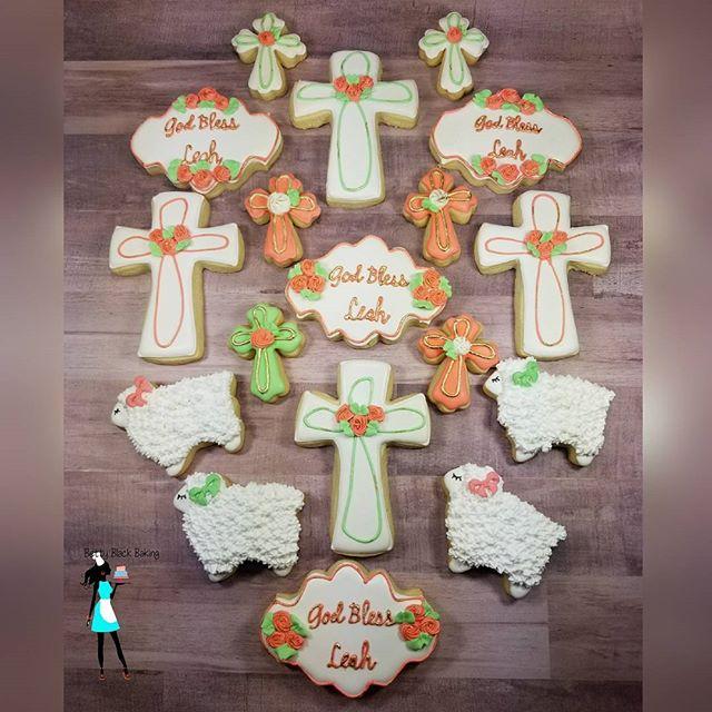 Matching Baptism cookies #littlelamb#blessedbaby#plantationcustomcakes#bbbsugarschool#decoratedcooki