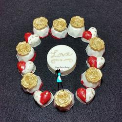 #fbfriday mini chocolate covered oreos  for Valentine's Day! #oreocookies#valentinesdaytreats#hearts