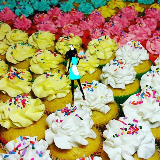 Cupcakes! Vanila, chocolate, lemon, strawberry, and red velvet