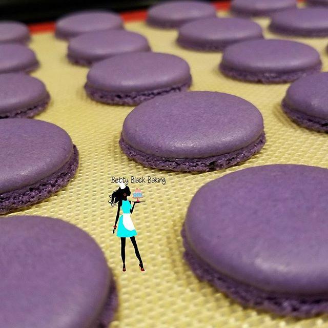 Royal Purple Macarons. Fluffy macs, glourious feet
