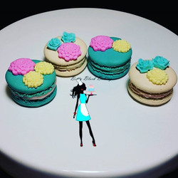 Macarons and roses!