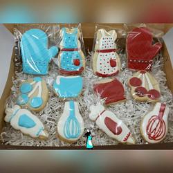 cooking theme cookies!#aproncookies#bakingcookies#customcookies#plantationcustomcookies#ftlauderdale