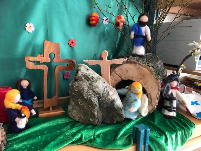 8b Jesus steigt aus dem Grab.JPG