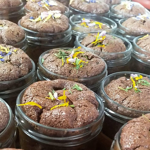 Brownie mit dunkler Schokolade & Blüten