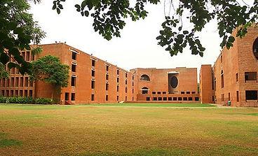Louis_Kahn_Plaza,_IIM_Ahmedabad.jpg