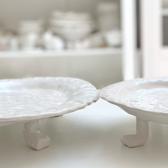 Oval platter on feet
