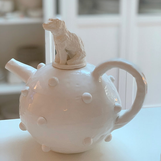 Bobble teapot with dog lid