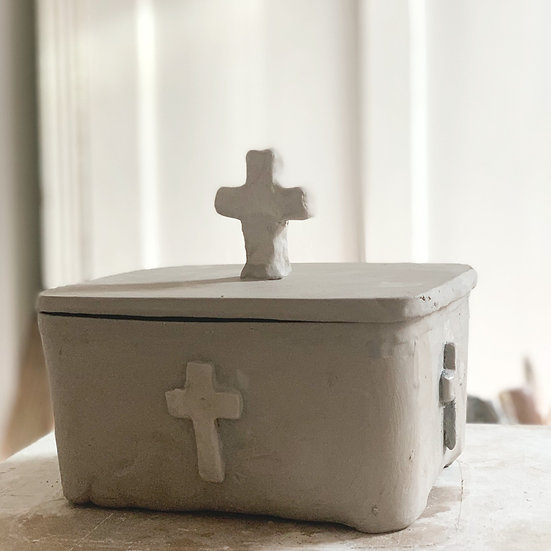 Butter dish: cross - med, large