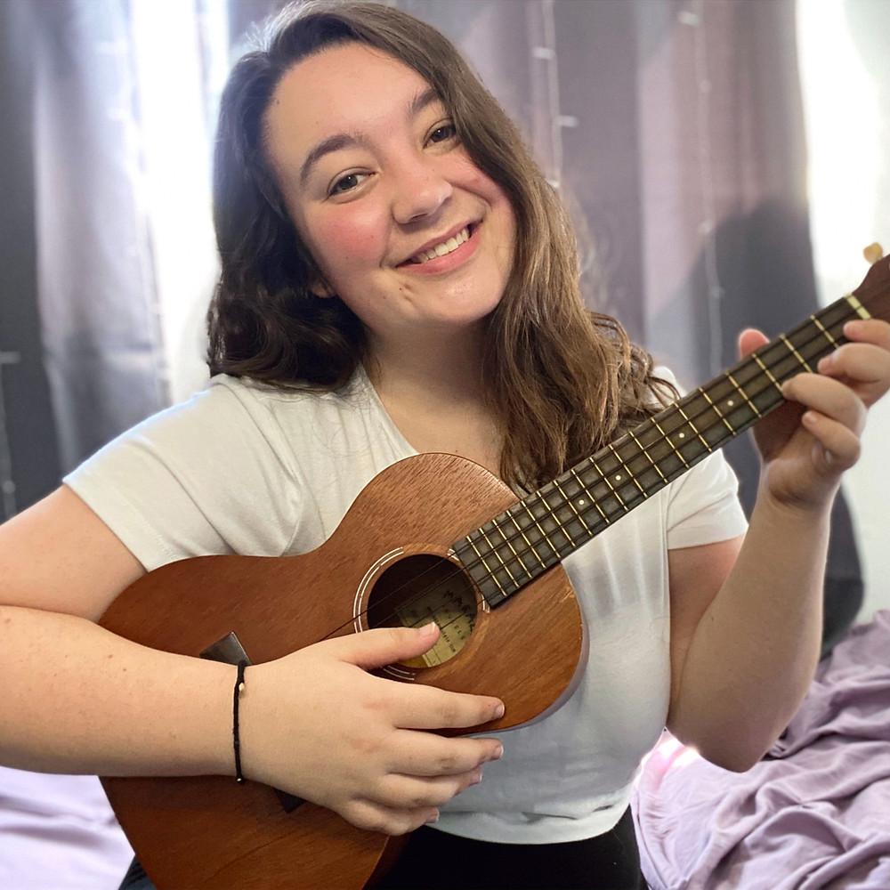 Music therapist, Jessica Dawson, Smiling while holding a ukulele