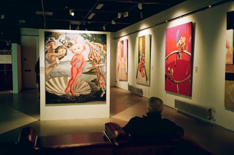 I meme hanno rivoluzionato le modalità di fruizione dell'opera d'arte, utilizzati dagli stessi musei a scopo didattico e divulgativo.