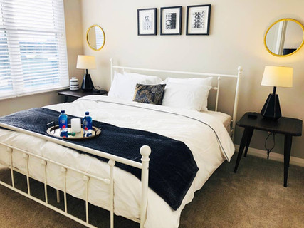 High-Floor King Suite w/Pool + ☕️ + 🍷 + Laundry!