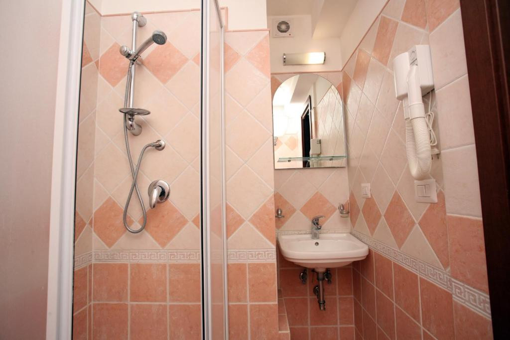 tiburtina-guesthouse-image-3.jpg