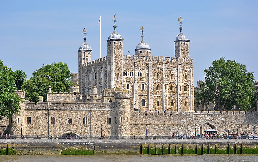 Tower_of_London_viewed_from_the_River_Th