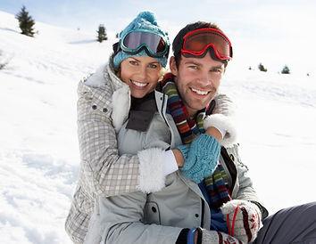 Coppia giovane di neve