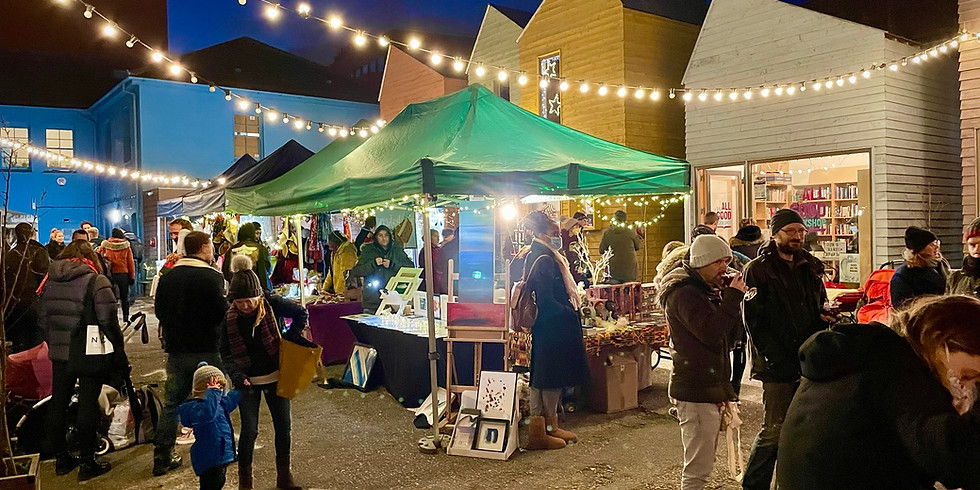 Blue House Yard art market (19 Dec)