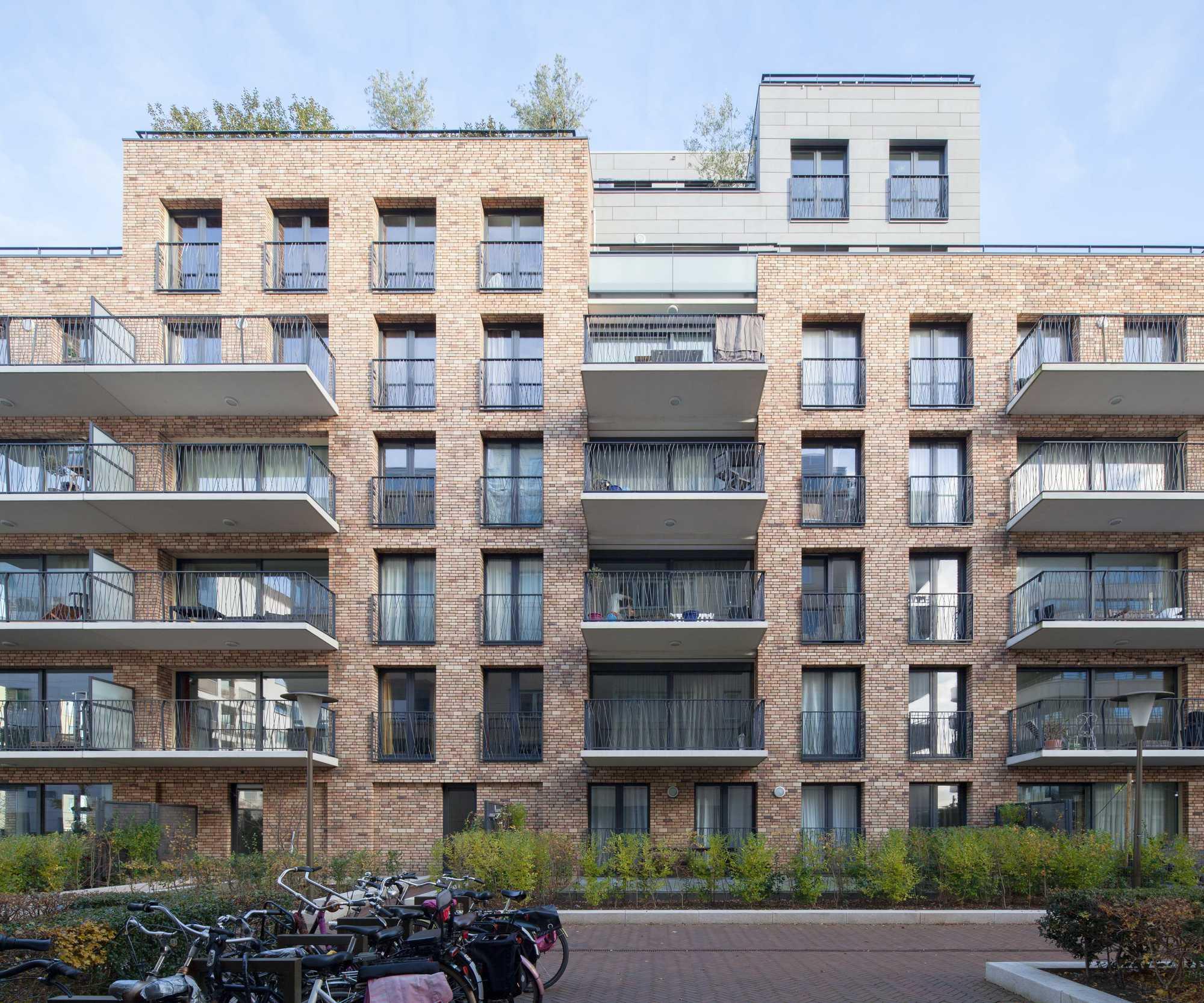 De_Halve_Maen_Apartment_Building_3