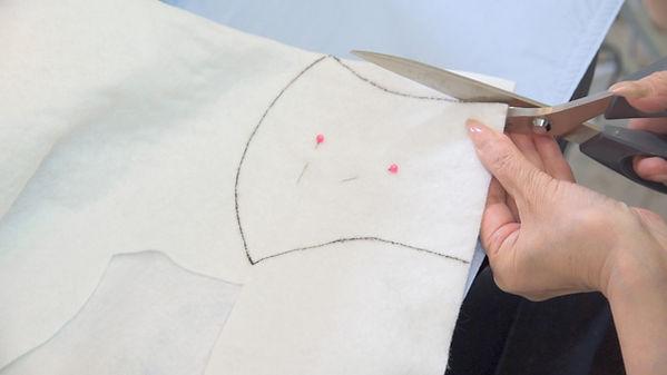 マスク作り_2_フェルトを切る.jpg